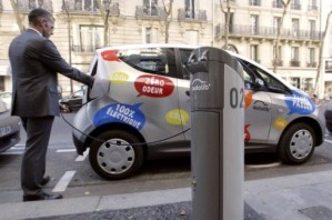 Autolib Electric Carshare and Charging Station. Photo: Yann Cramer
